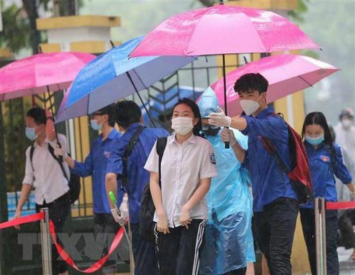 Bão số 2 suy yếu thành áp thấp nhiệt đới, đề phòng nguy cơ lũ quét - ảnh 1