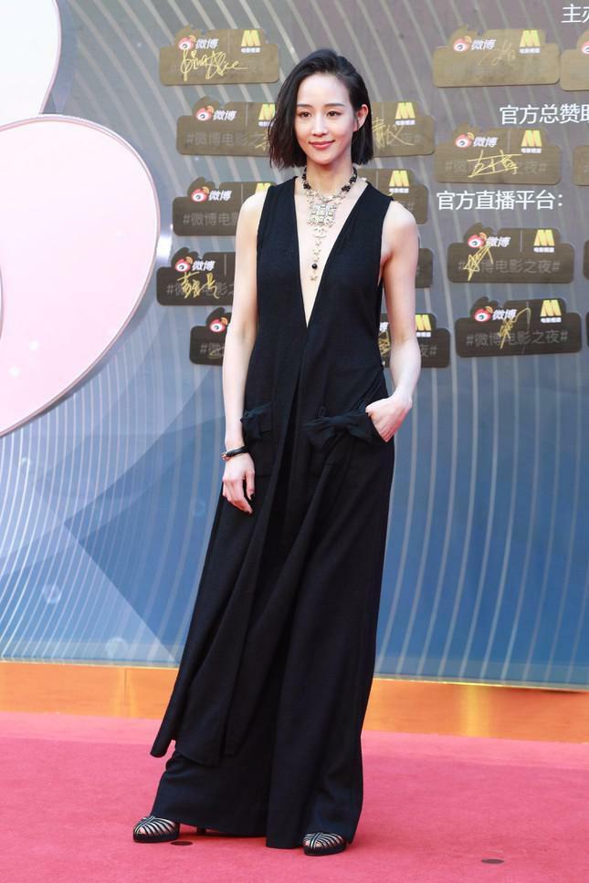 Dàn nàng thơ của Trương Nghệ Mưu 'đổ bộ' thảm đỏ Đêm Điện ảnh Weibo - ảnh 8