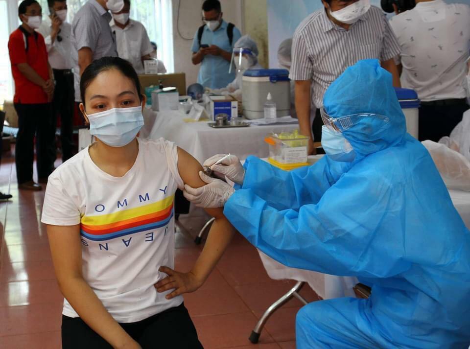 22 nhân viên y tế tại BV Bệnh Nhiệt đới TP.HCM mắc COVID-19: Cảnh giác dù đã tiêm vắc-xin - ảnh 1