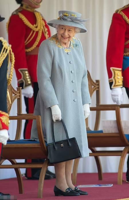 Nữ hoàng sẽ ''không để yên cho phía Harry thích nói gì thì nói'' - ảnh 1