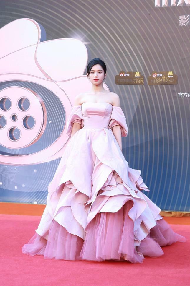 Dàn nàng thơ của Trương Nghệ Mưu 'đổ bộ' thảm đỏ Đêm Điện ảnh Weibo - ảnh 9