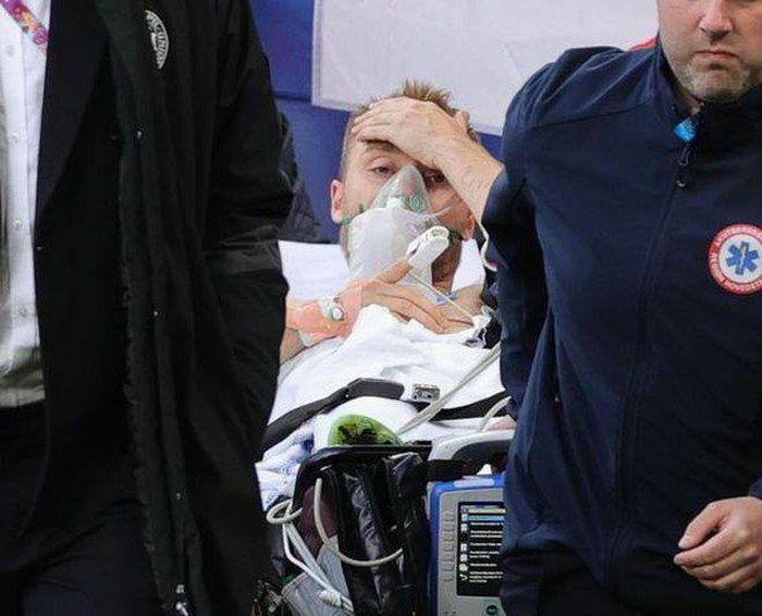 Khoảnh khắc tiền vệ Christian Eriksen đột quỵ trên sân - ảnh 3