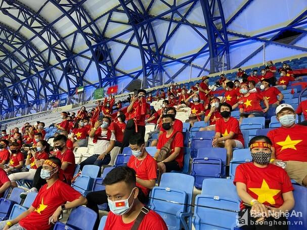 Nước chủ nhà UAE làm khó cổ động viên Việt Nam - ảnh 3