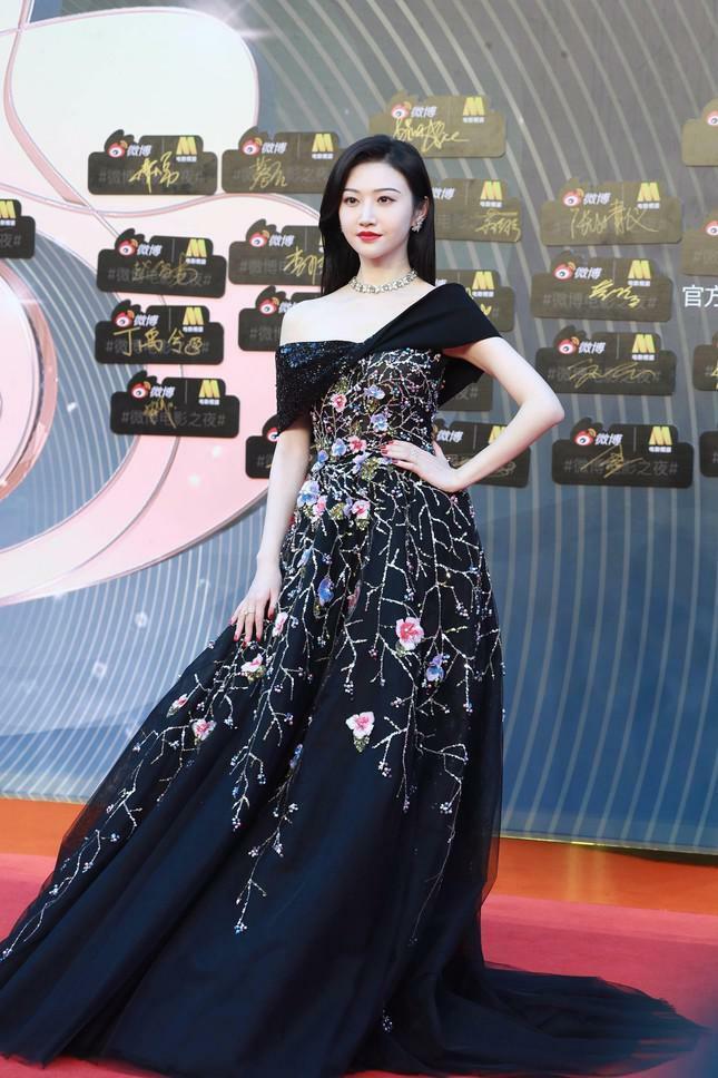 Dàn nàng thơ của Trương Nghệ Mưu 'đổ bộ' thảm đỏ Đêm Điện ảnh Weibo - ảnh 6