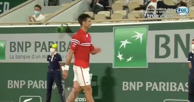 Djokovic cười hưng phấn set 3, cởi bỏ áp lực để nhấn chìm Nadal - ảnh 1