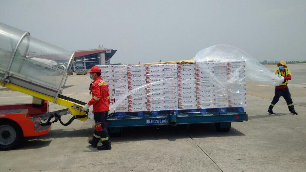 Chung tay hỗ trợ nông dân Bắc Giang, Vietjet & Swift247 vận chuyển vải thiều tới nhiều thị trường trong nước và quốc tế - ảnh 2