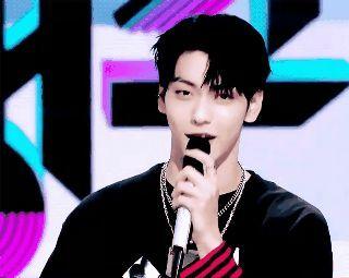 """Đàn em BTS rối rít xin lỗi Nayeon (TWICE) vì lỡ """"lag"""" vài giây, fan không chỉ trích mà còn khen đáng yêu hết cỡ - ảnh 3"""