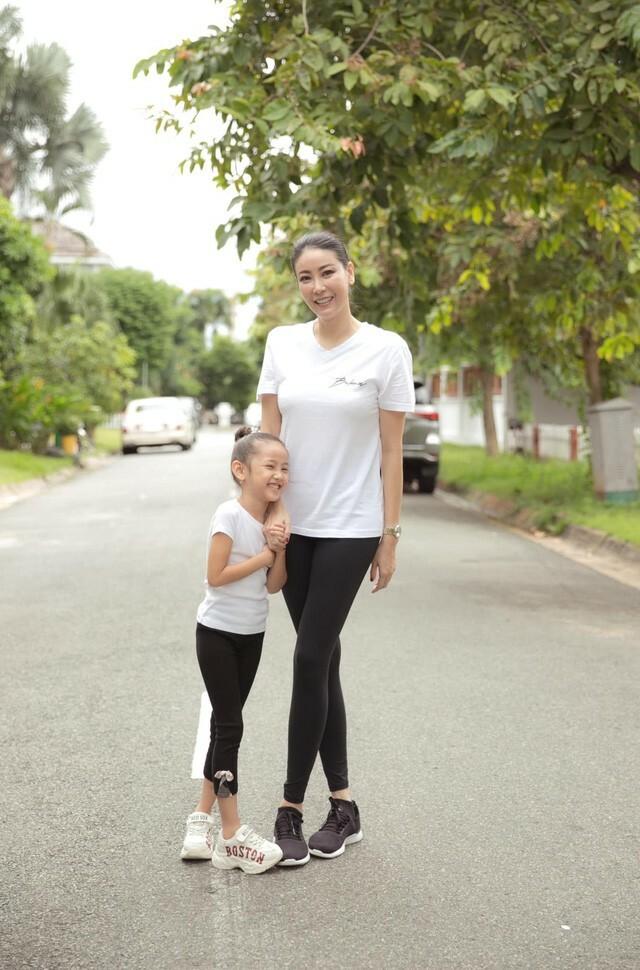 Hà Kiều Anh tập thể dục cùng con gái - ảnh 5