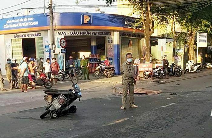 Va chạm với xe máy chở tôm, 1 người tử vong tại chỗ - ảnh 1
