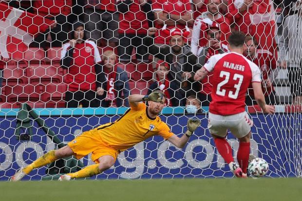 Kiên cường trở lại sân sau sự cố kinh hoàng, Đan Mạch lại thua đau Phần Lan dù được đá penalty - ảnh 8
