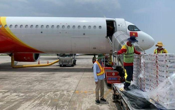 Vietjet Air đưa vải thiều Bắc Giang xuất ngoại - ảnh 1