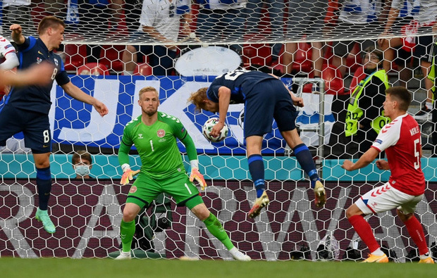 Kiên cường trở lại sân sau sự cố kinh hoàng, Đan Mạch lại thua đau Phần Lan dù được đá penalty - ảnh 7