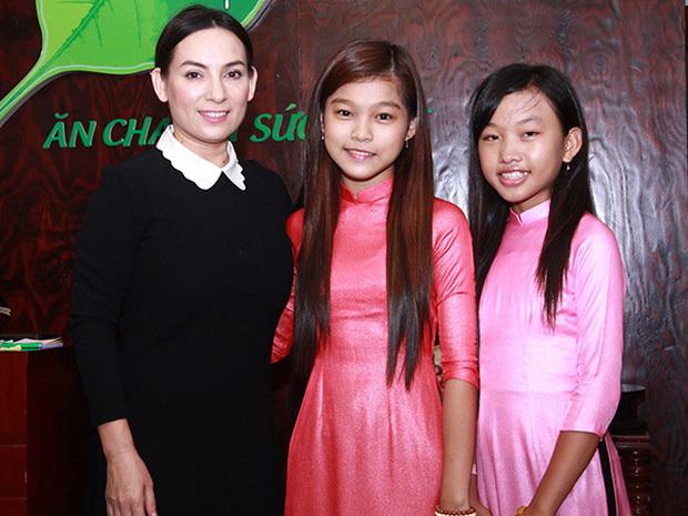 Ngoài Hồ Văn Cường, 3 người con nuôi đang theo đuổi ca hát giống Phi Nhung sống và có sự nghiệp hiện tại ra sao? - ảnh 4