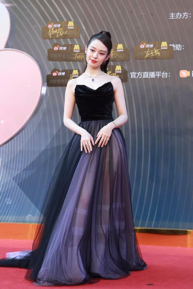 Dàn nàng thơ của Trương Nghệ Mưu 'đổ bộ' thảm đỏ Đêm Điện ảnh Weibo - ảnh 10