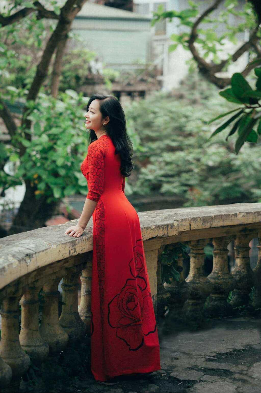 U50 quanh năm mực thước với áo dài vì tôn thờ vẻ đẹp cốt cách người Hà Nội - ảnh 9