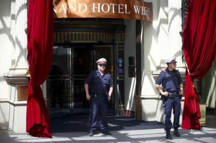 Nối lại đàm phán hạt nhân Iran: Mỹ - Iran ngồi ở hai khách sạn đối diện nhau - ảnh 1
