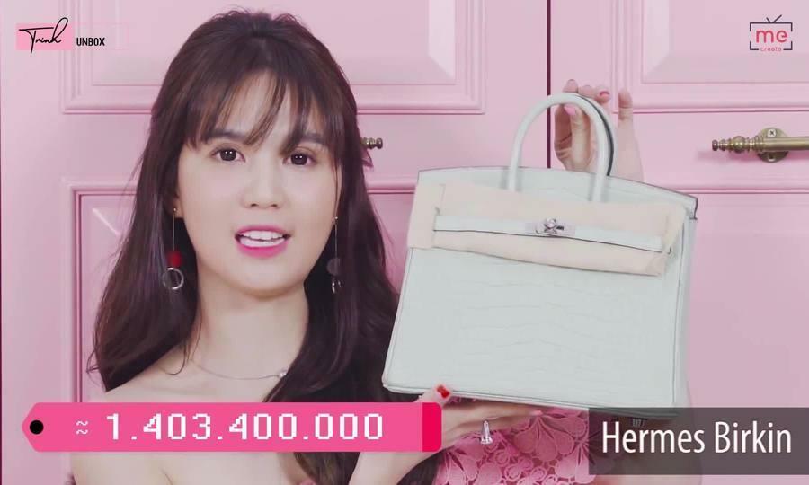 Ngọc Trinh - Lily Chen đụng từ siêu xe đến túi Hermes, còn bị nghi 'chung bồ' - ảnh 11