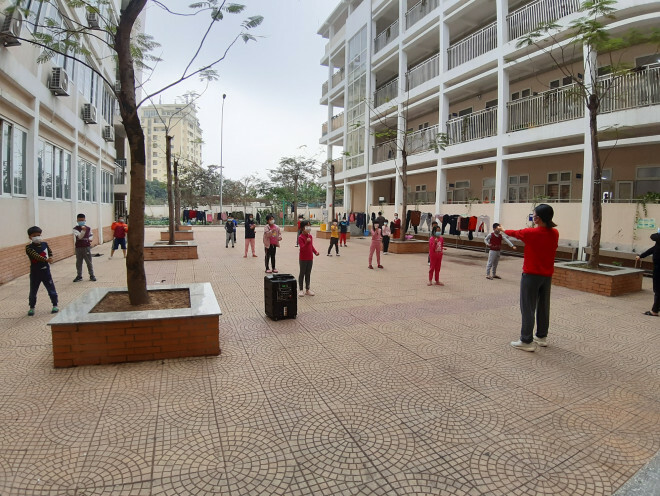 """Những chuyện chưa kể về ngôi trường đầu tiên ở Hà Nội trở thành """"pháo đài"""" cách ly do có học sinh dương tính với SARS-CoV-2 - ảnh 2"""
