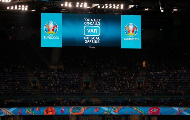 Thắng nhẹ nhàng 2-0 trước Phần Lan, tuyển Bỉ hiên ngang bước vào vòng 1/8 với 3 trận toàn thắng - ảnh 7