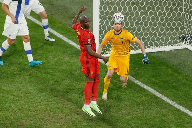 Thắng nhẹ nhàng 2-0 trước Phần Lan, tuyển Bỉ hiên ngang bước vào vòng 1/8 với 3 trận toàn thắng - ảnh 4