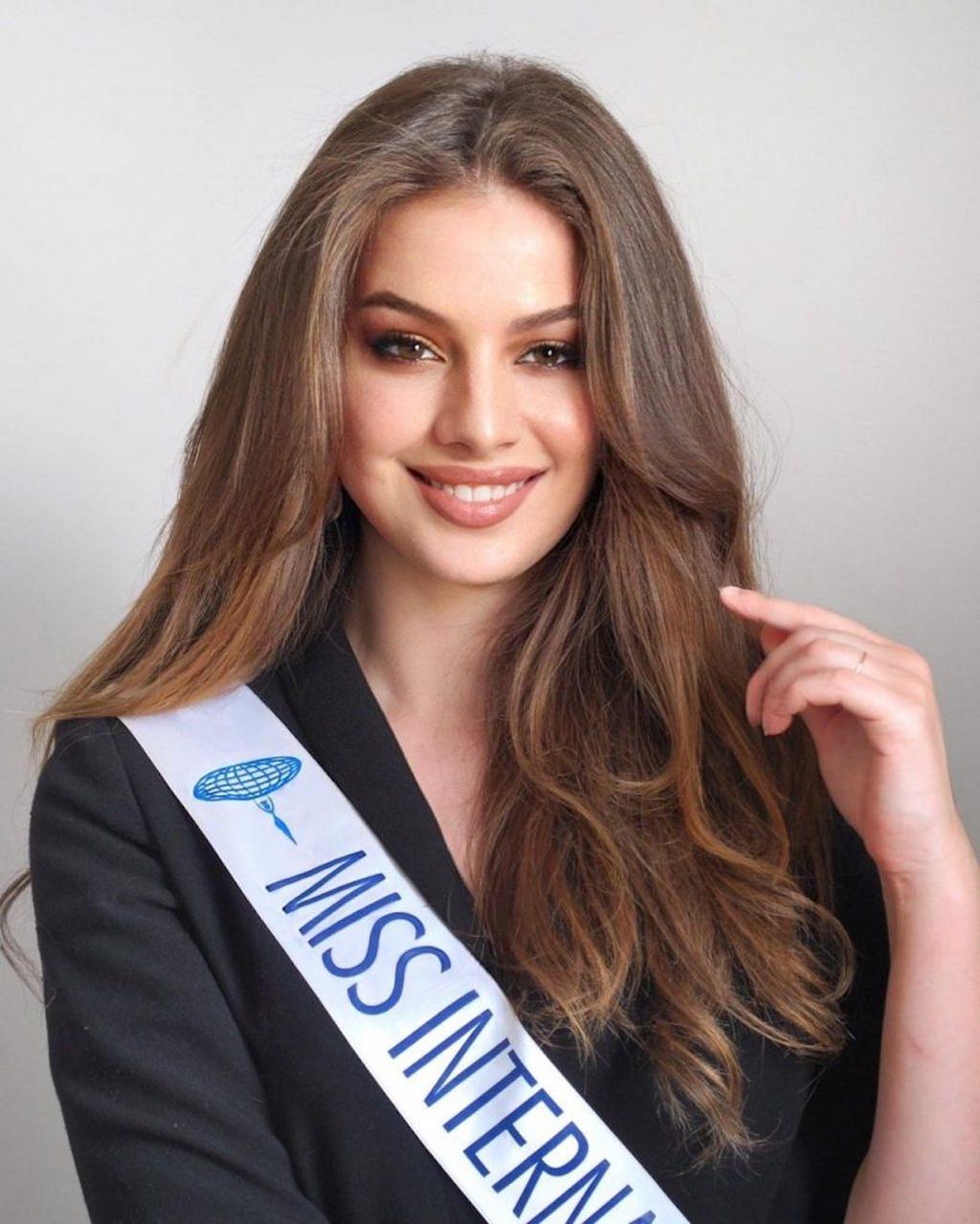 Nhan sắc quyến rũ của tân Hoa hậu Quốc tế Pháp - ảnh 1
