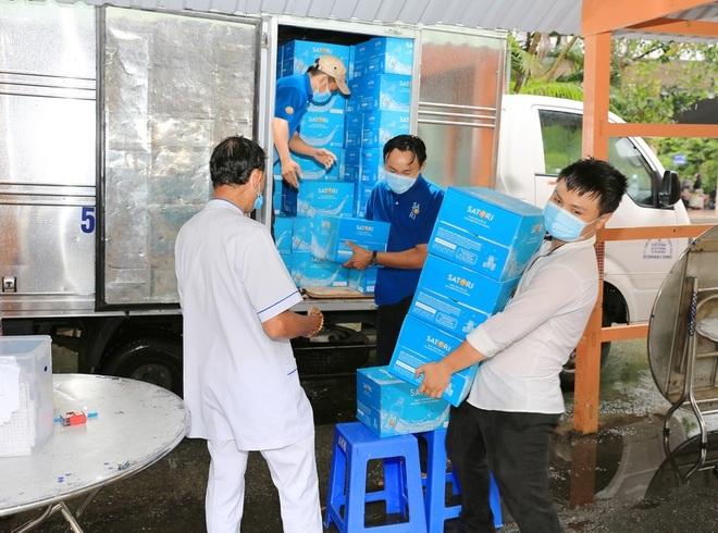 Satori tiếp sức tuyến đầu với gần 50.000 chai nước tương đương 200 triệu đồng - ảnh 3