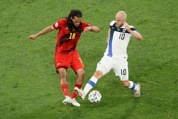 Thắng nhẹ nhàng 2-0 trước Phần Lan, tuyển Bỉ hiên ngang bước vào vòng 1/8 với 3 trận toàn thắng - ảnh 6