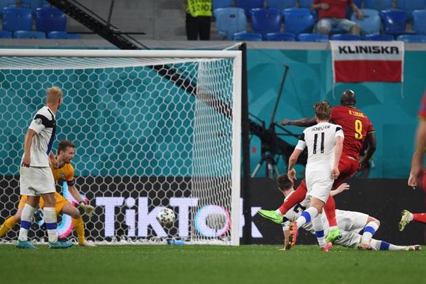 Thắng nhẹ nhàng 2-0 trước Phần Lan, tuyển Bỉ hiên ngang bước vào vòng 1/8 với 3 trận toàn thắng - ảnh 9