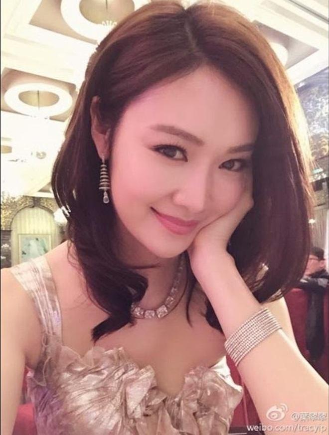 Cựu hoa hậu nổi tiếng mất bạn trai giàu có vào tay Triệu Vy giờ ra sao? - ảnh 2