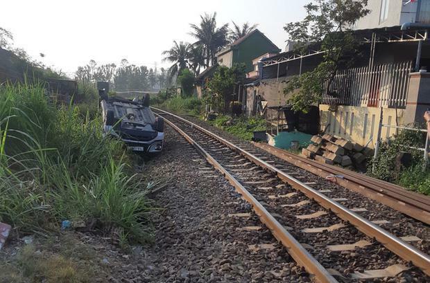 Vụ ôtô bị tàu hỏa tông khiến bé trai một tuổi tử vong: Hai nhân viên đường sắt bị khởi tố - ảnh 2
