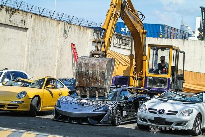 Xem Hải quan Philippines nghiền nát hàng chục xe sang nhập khẩu - ảnh 4