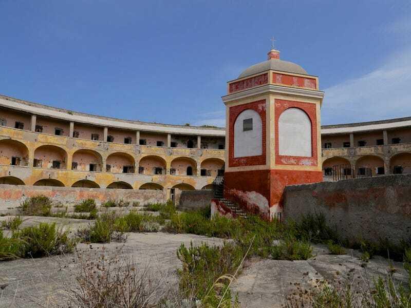 Ý lên kế hoạch biến nhà tù bỏ hoang thành điểm du lịch hút khách trị giá 86 triệu USD - ảnh 1