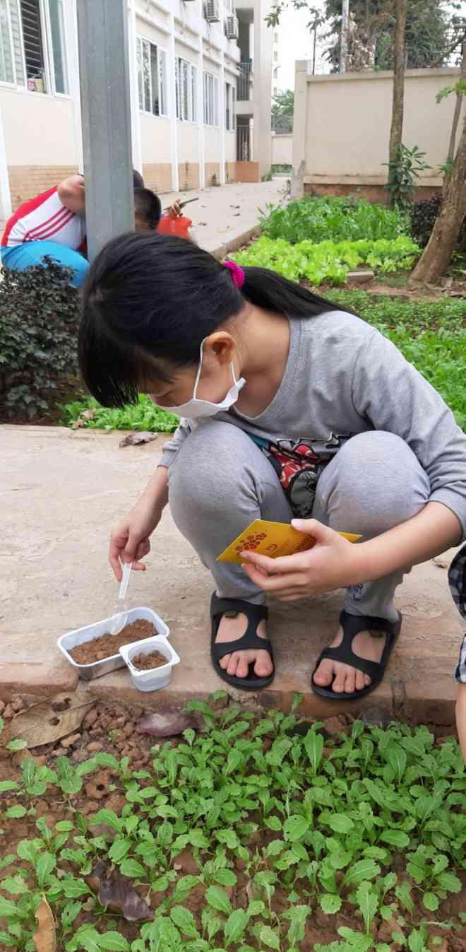 """Những chuyện chưa kể về ngôi trường đầu tiên ở Hà Nội trở thành """"pháo đài"""" cách ly do có học sinh dương tính với SARS-CoV-2 - ảnh 3"""