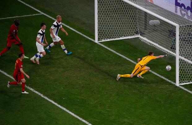Thắng nhẹ nhàng 2-0 trước Phần Lan, tuyển Bỉ hiên ngang bước vào vòng 1/8 với 3 trận toàn thắng - ảnh 8