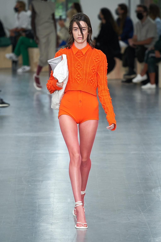 Dàn mỹ nhân Hàn diện mốt mặc váy áo len màu sắc - ảnh 1