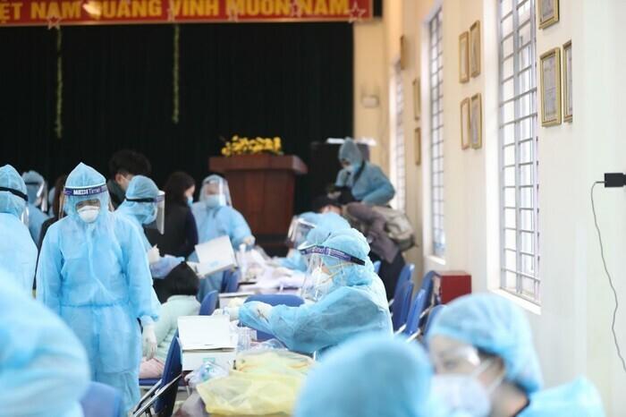 Quy trình tiêm chủng và những điều cần chuẩn bị khi đi tiêm phòng vaccine Covid-19 - ảnh 1