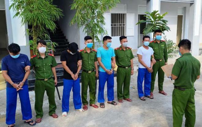 Bắt nhóm nam thanh niên trộm lan đột biến trị giá 1 tỉ đồng - ảnh 1