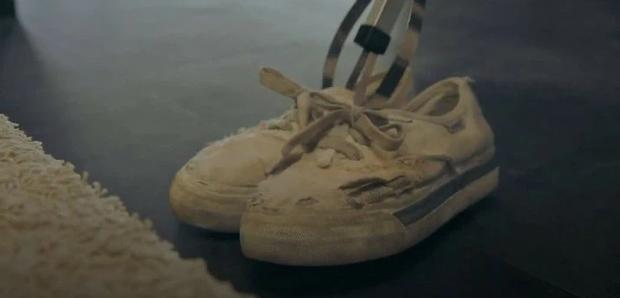 5 chi tiết ẩn dụ đắt giá của Penthouse: Thâm sâu từ đôi giày rách đến cả hình ảnh phản chiếu - ảnh 1