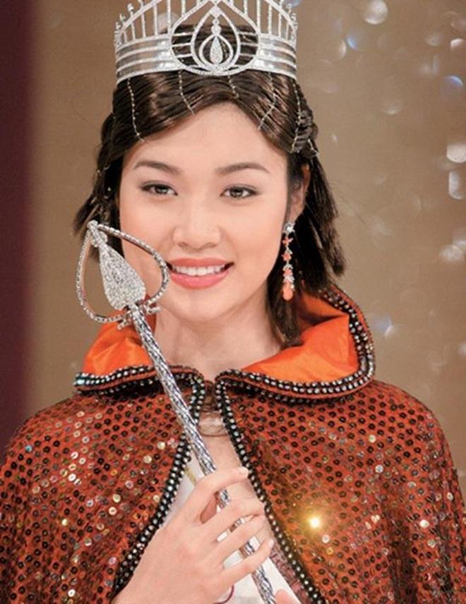 Cựu hoa hậu nổi tiếng mất bạn trai giàu có vào tay Triệu Vy giờ ra sao? - ảnh 1