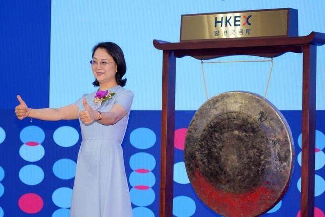 Giáo viên dạy Hóa bỏ nghề, trở thành nữ tỷ phú tự thân giàu nhất châu Á - ảnh 1