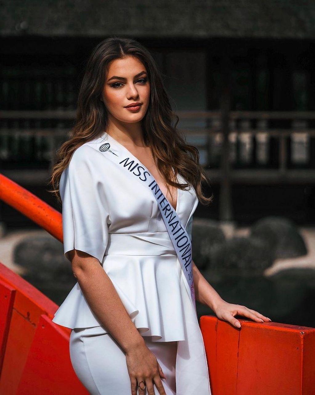 Nhan sắc quyến rũ của tân Hoa hậu Quốc tế Pháp - ảnh 4