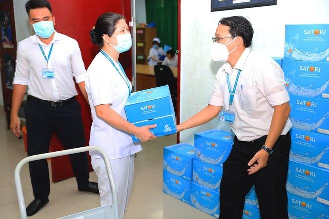 Satori tiếp sức tuyến đầu với gần 50.000 chai nước tương đương 200 triệu đồng - ảnh 2