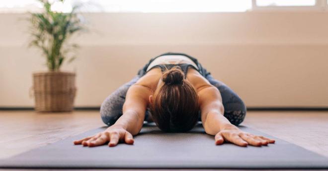 Cách chữa đau lưng do ngồi máy tính nhiều, đơn giản dễ thực hiện tại nhà - ảnh 4