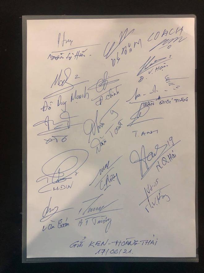 Cơ trưởng kể về các cầu thủ Việt Nam trong chuyến bay trở về từ UAE: 21 ngày nữa sẽ tặng con trai quà đặc biệt - ảnh 5
