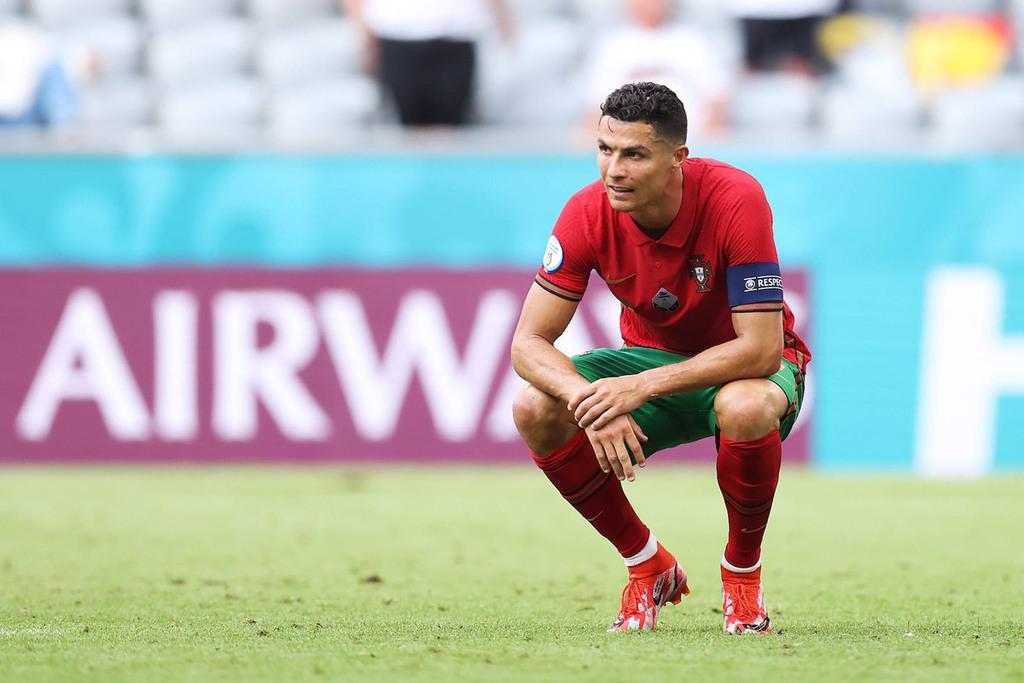 MU quan tâm Dumfries, Barca hỏi mua Ronaldo - ảnh 2
