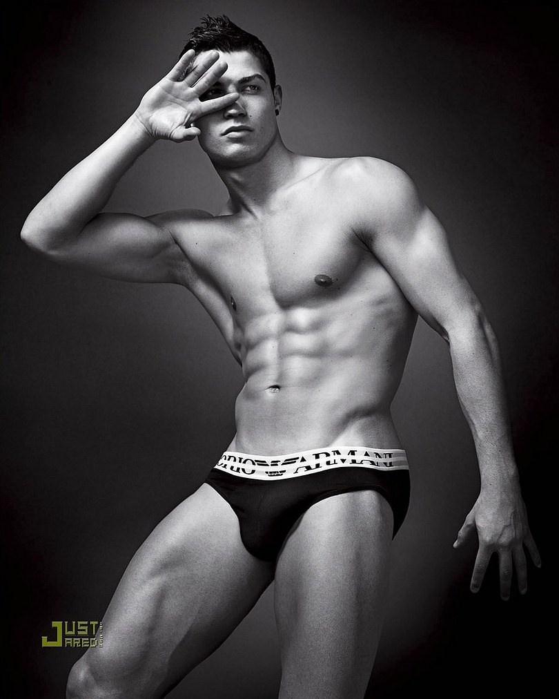Ronaldo và dàn sao bóng đá gây ấn tượng khi làm người mẫu - ảnh 3