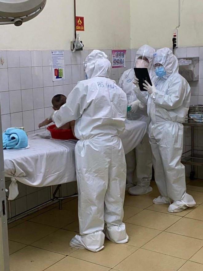 Cảm động câu chuyện nữ bác sĩ ở TP.HCM vắt sữa tặng em bé mắc COVID-19 - ảnh 2