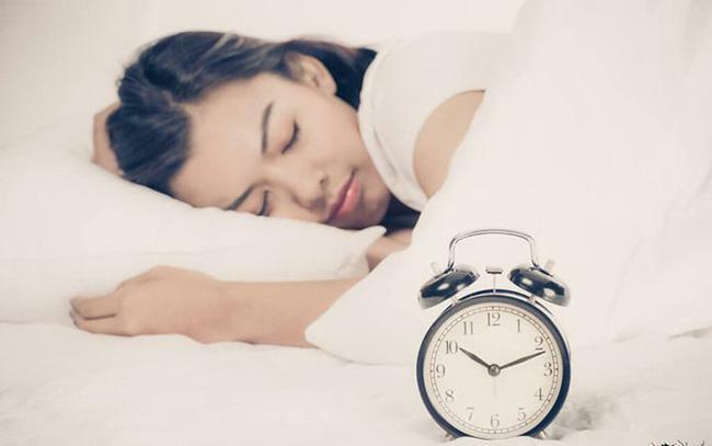 Cơ thể phụ nữ sẽ thay đổi thần kỳ nếu đi ngủ lúc 9 giờ tối và thức dậy lúc 5 giờ sáng - ảnh 3