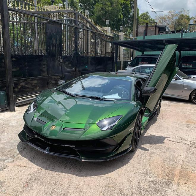 Đại gia lan Sài Gòn khoe Lamborghini Aventador SVJ màu độc nhất Việt Nam, bổ sung vào bộ sưu tập hàng loạt siêu xe khủng - ảnh 2