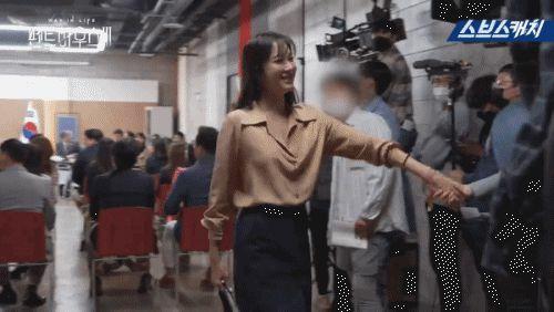 Hậu trường 'Penthouse 3′ tập 3: Han Ji Hyun 'mè nheo', Kim So Yeon bị Uhm Ki Joon 'cười vào mặt' vì tội diễn sâu - ảnh 4